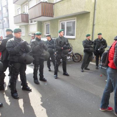 Polizei kesselt Nazi-Gegner*innen am 8. März 2014 am Berliner Platz