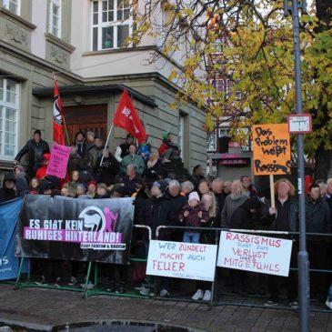 150 Menschen zeigen in Öhringen Flagge