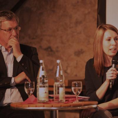 Bernd Riexinger (Parteivorsitzender DIE LINKE) und Luisa Boos (SPD-Generalsekretärin BaWü) beim Podium am 29. März 2017 in Heilbronn
