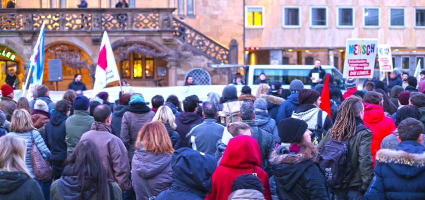 Mahnwache nach rassistischem Messerangriff auf dem Heilbronner Marktplatz am 23. Februar 2018