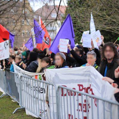 Mehr als 350 Menschen übertönen eine Kundgebung der AfD-Jugend auf dem Friedensplatz in Heilbronn am 12. März 2018