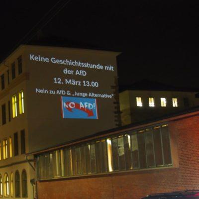 Beamer-Aktion am Robert-Mayer-Gymnasium gegen die AfD-Kundgebung im März 2018 (Foto: Organisierte Linke Heilbronn/Interventionistische Linke)