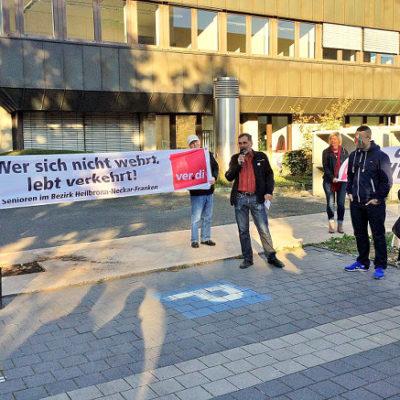 Kundgebung vor dem Heilbronner Amtsgericht am 2. Oktober 2015: